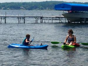Clara july 2015 kayaking with Mom Em