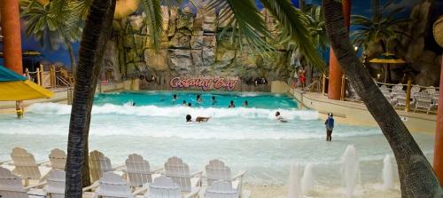 Castaway wave pool