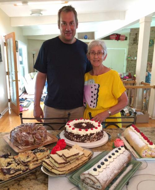 Clara july 2016 Papa and Oma with the million cakes