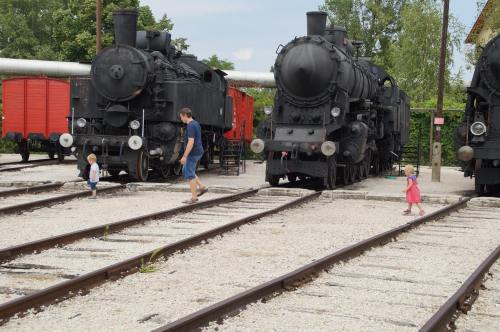 alice august 2016 sabrinas photo of christof and kids at the trains